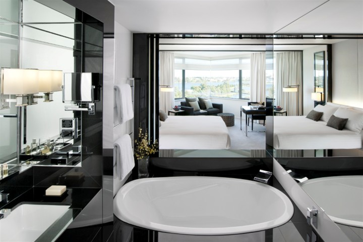 Crown Metropol - Luxe King Spa Room