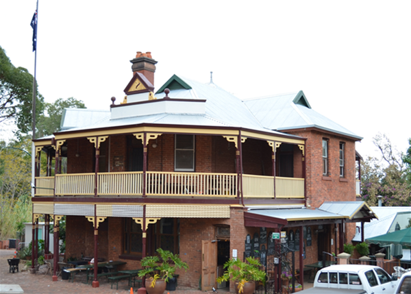 The historical Mundaring Weir Hotel