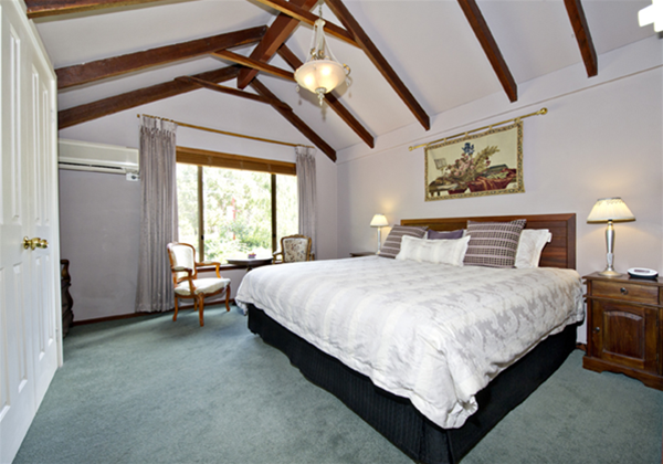 The Rosa Brook King En-suite Room 4