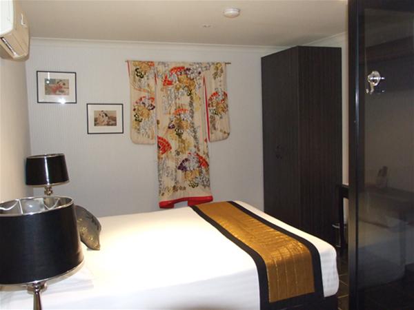 Eishen Room