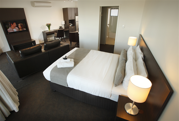 Executive Two Bedroom Queen Apartment