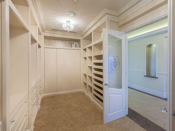 Fogliani Interiors can create the walk-in wardrobe of your dreams.