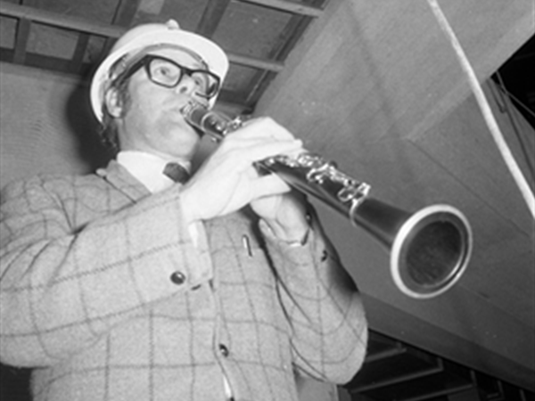 1971: WASO Principal Clarinettist, Jack Harrison, plays the first notes in the PCH