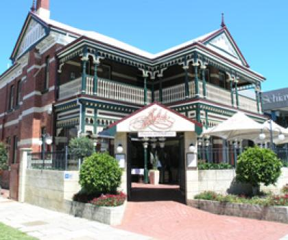 Julio 39 s west perth bars restaurants scoop online for Adams cabinets perth