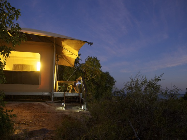 En suite Safari Tent accommodation at Cygnet Bay