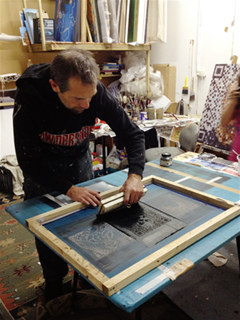 Steven Makse creating Friend or Faux screenprints