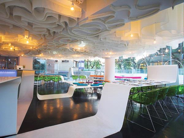 Thermoformed Staron® Bright White curves in a sushi bar