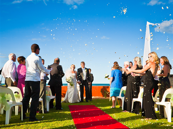 Wedding poolside @ Mantarays Ningaloo Beach Resort